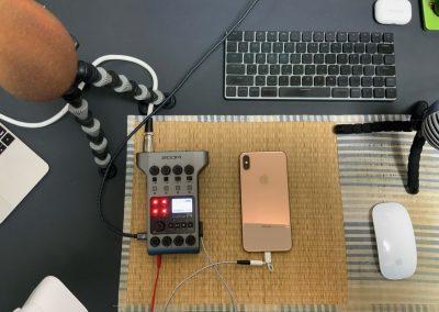 パソコンのZoomとiPhoneの通話で3人収録